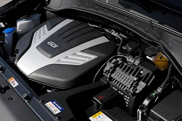 2013-Hyundai-SantaFe_engine
