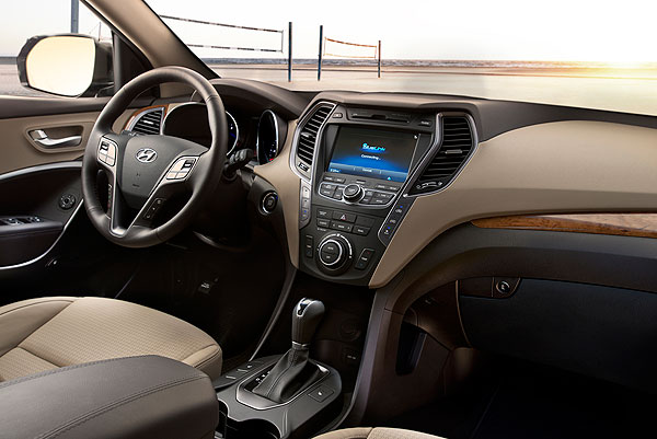 2013-Hyundai-SantaFe_interior