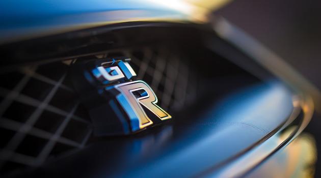 2014-Nissan-GT-R-Premium-2