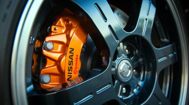 2014-Nissan-GT-R-Premium-3
