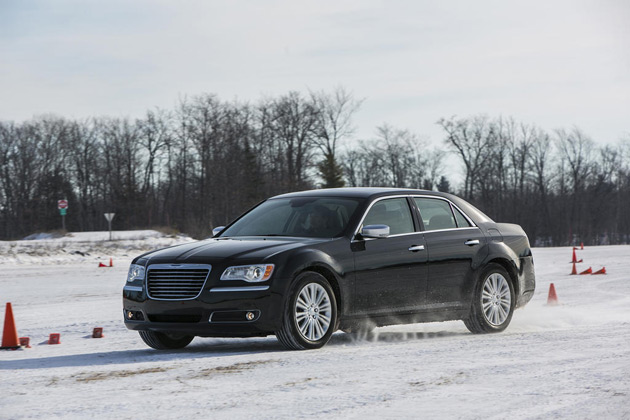 2014-Chrysler-300C-AWD-01