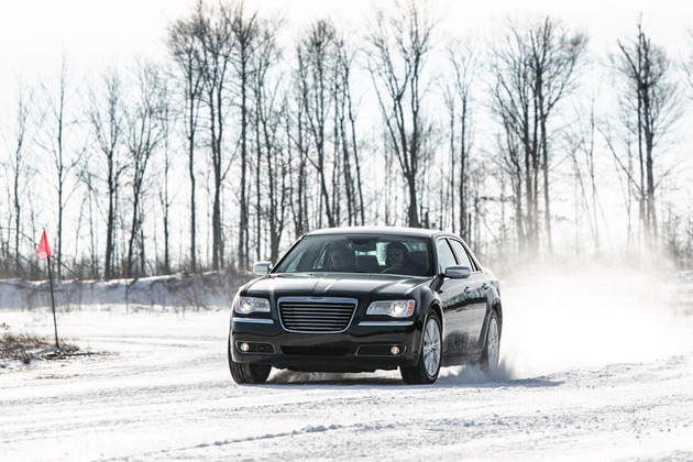 2014-Chrysler-300C-AWD-02