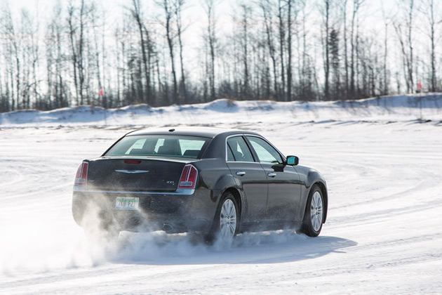 2014-Chrysler-300C-AWD-03