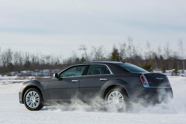 2014-Chrysler-300C-AWD-04