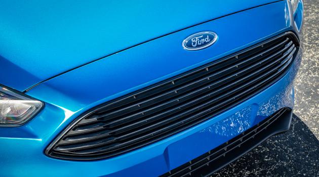 2015-Ford-Focus-Sedan3