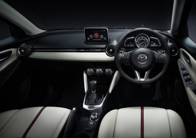 2016-Mazda2-4
