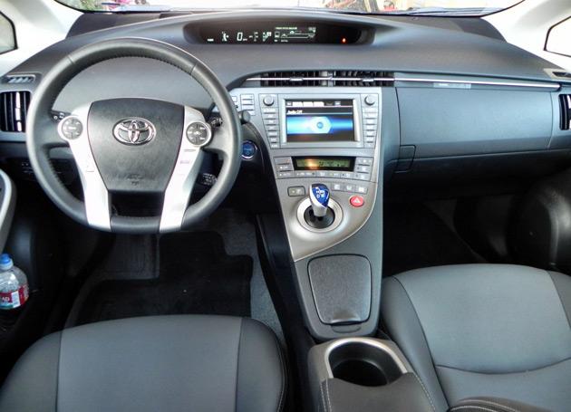 2014-Toyota-Prius-Five-3