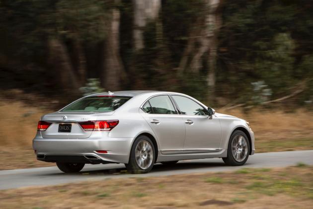 2014-Lexus-LS-460-4