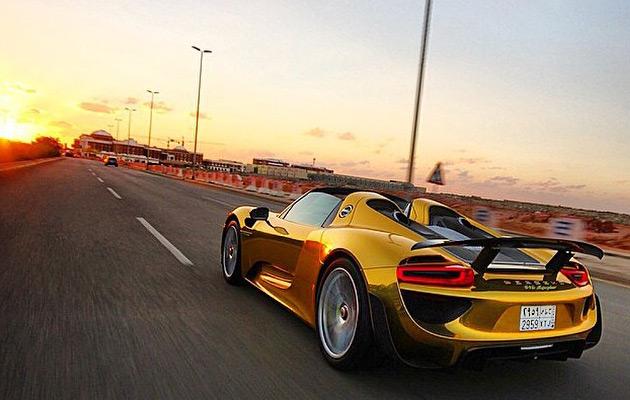 Gold-Porsche-918-Spyder-6