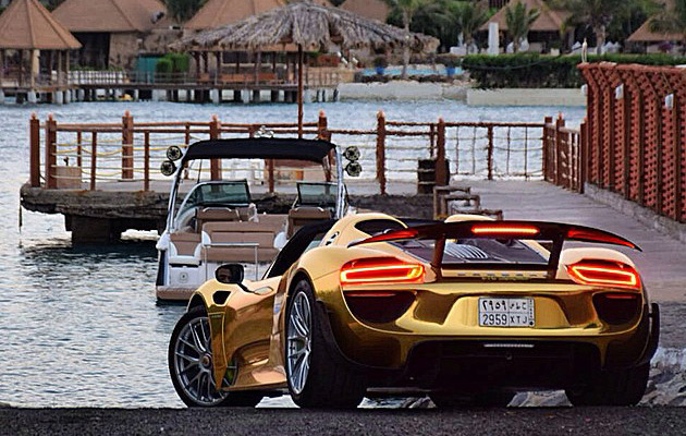 Gold-Porsche-918-Spyder-7