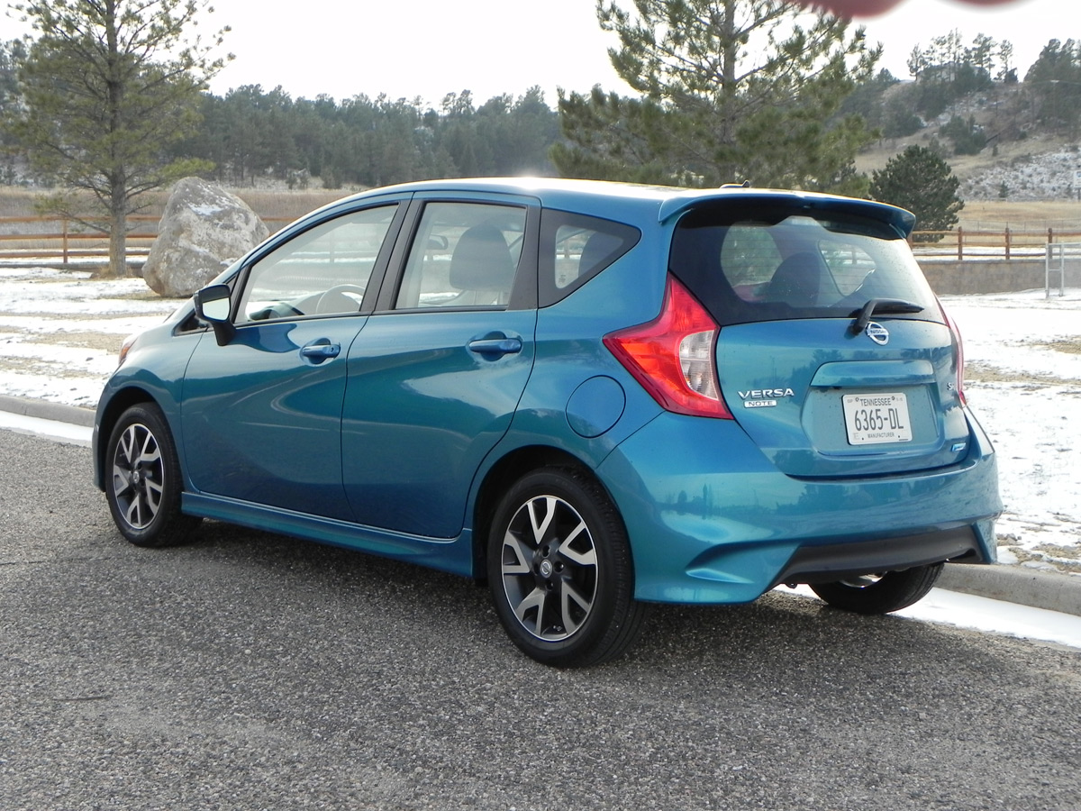 2015 nissan versa note driving a 16 000 car like i stole it. Black Bedroom Furniture Sets. Home Design Ideas