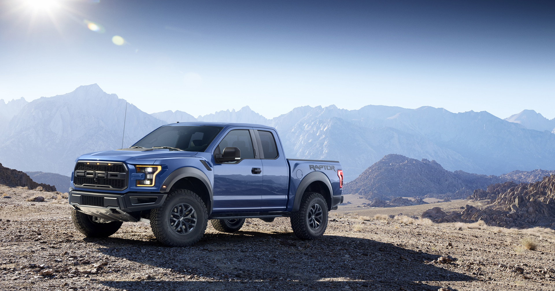 ford unveils all new f 150 raptor shelby gt350r and ford gt. Black Bedroom Furniture Sets. Home Design Ideas