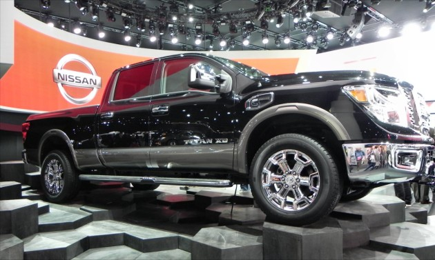Nissan Titan XD black - side 1