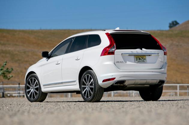 2015-Volvo-XC60-T6-2
