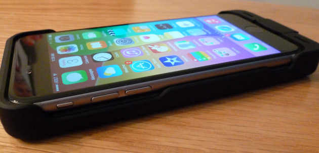 BuQu PowerArmour Battery Case for the iPhone 6 - Close up