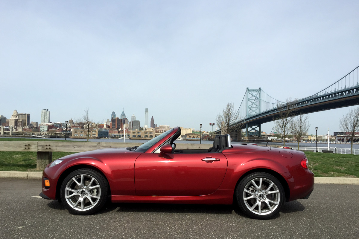 review 2015 mazda mx 5 miata prht. Black Bedroom Furniture Sets. Home Design Ideas