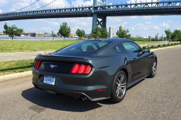2015-Ford-Mustang-EcoBoost-2