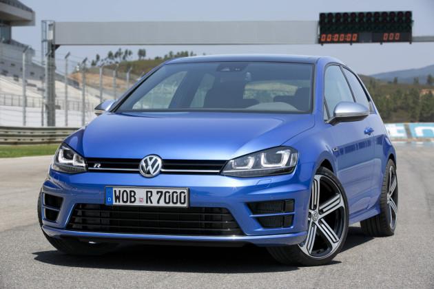 2015-VW-Golf_R_1