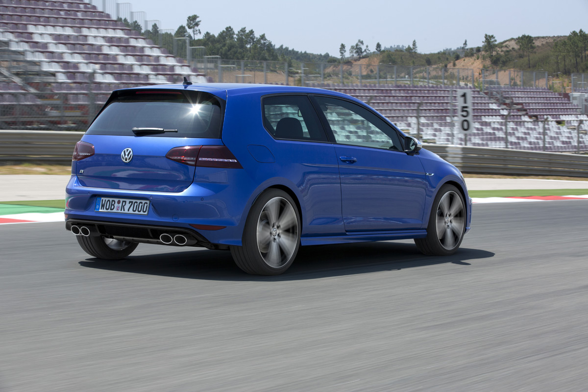 the 2015 volkswagen golf r is hooning around in search of itself. Black Bedroom Furniture Sets. Home Design Ideas