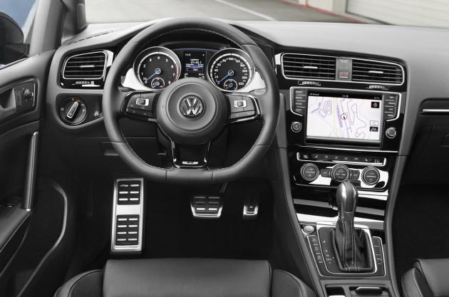 2015-VW-Golf_R_4