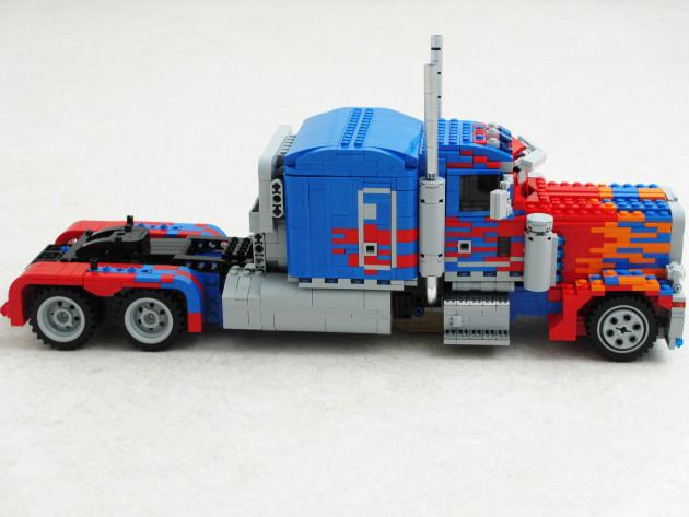 LEGO-Optimus-Prime-3