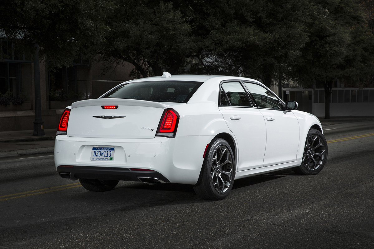 2015 chrysler 300 the last of the big american rides. Black Bedroom Furniture Sets. Home Design Ideas