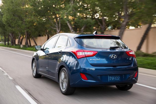2016-Hyundai-Elantra-GT-2
