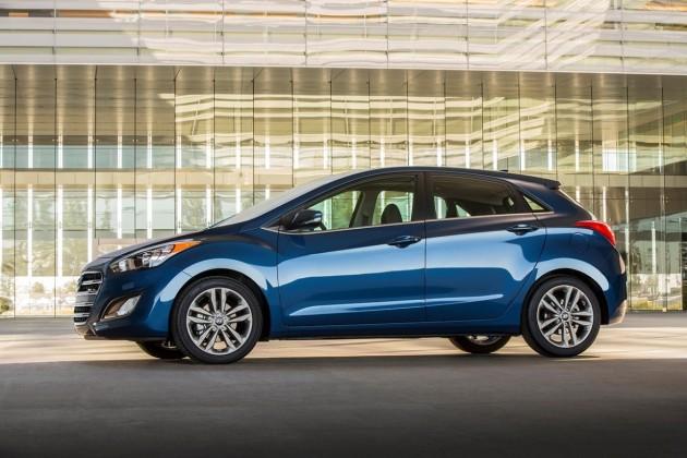 2016-Hyundai-Elantra-GT-3
