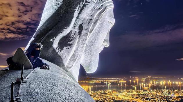 Video Of Russians Climbing Rio's Christ the Redeemer Statue