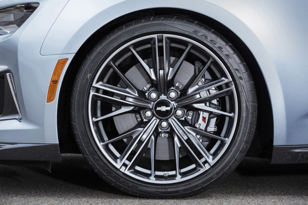 2017-Chevrolet-Camaro-ZL1-4