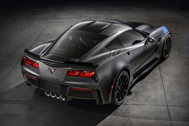 2017-Chevrolet-Corvette-Grand-Sport-2