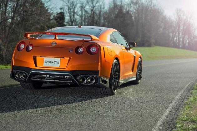 2017-Nissan-GTR-3