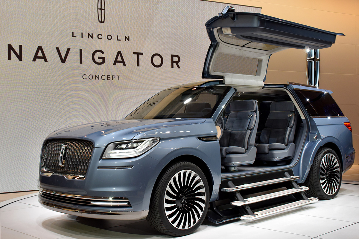 lincoln navigator concept wows crowd with its massive. Black Bedroom Furniture Sets. Home Design Ideas