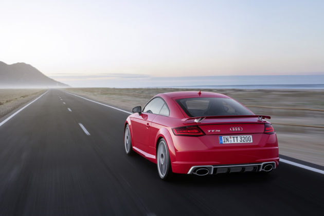 2017-Audi-TT-RS-2