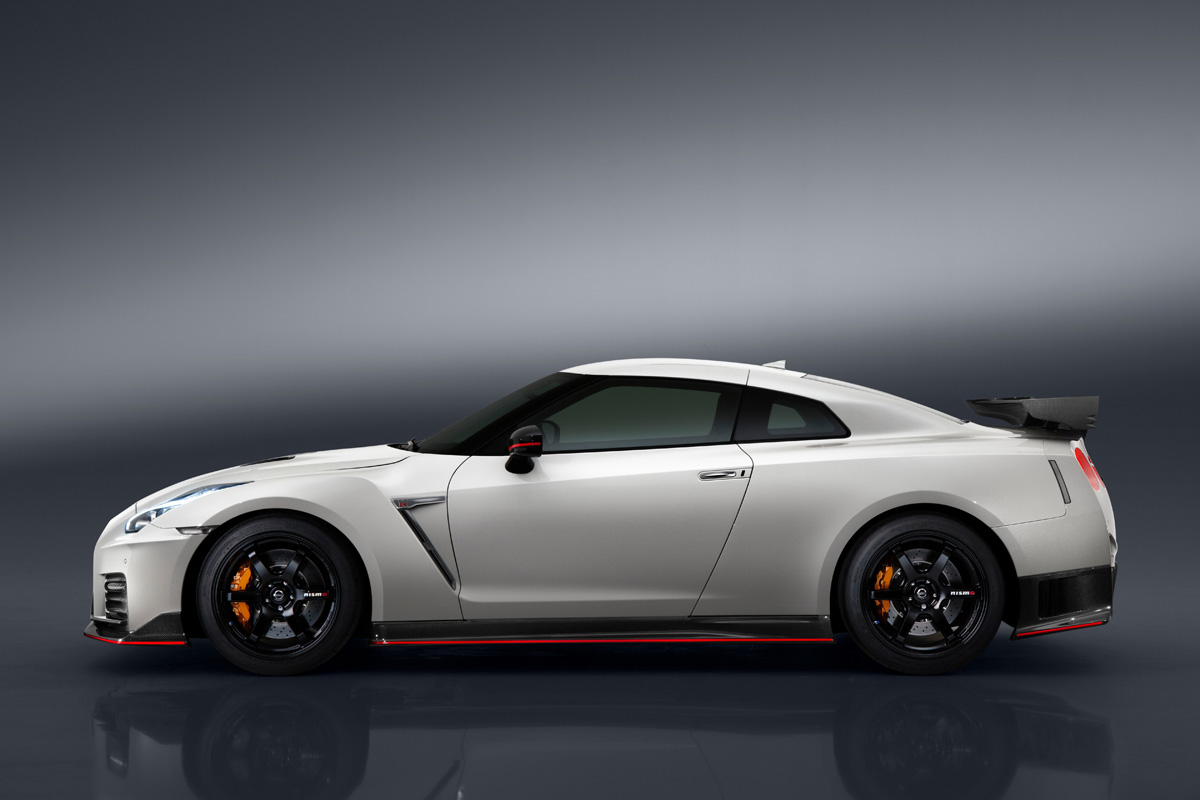 the 2017 nissan gt r nismo is the most powerful gt r yet. Black Bedroom Furniture Sets. Home Design Ideas