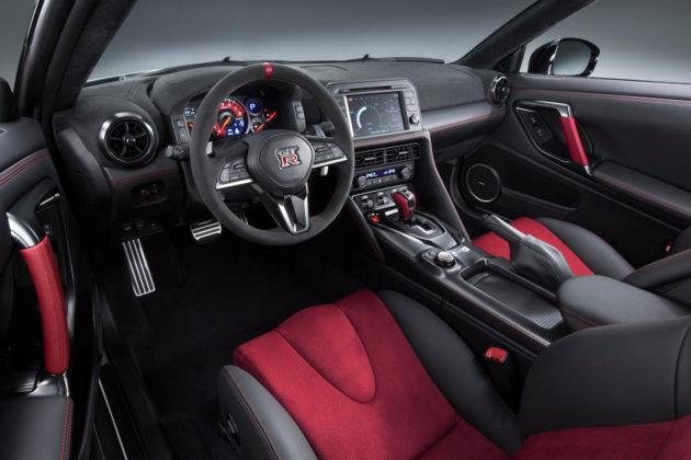 2017-Nissan-GT-R-NISMO-4