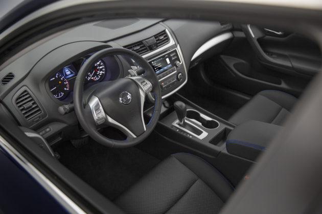 2016-Nissan-Altima-4