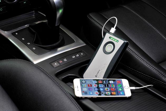 Cobra JumPack - Charging Phone
