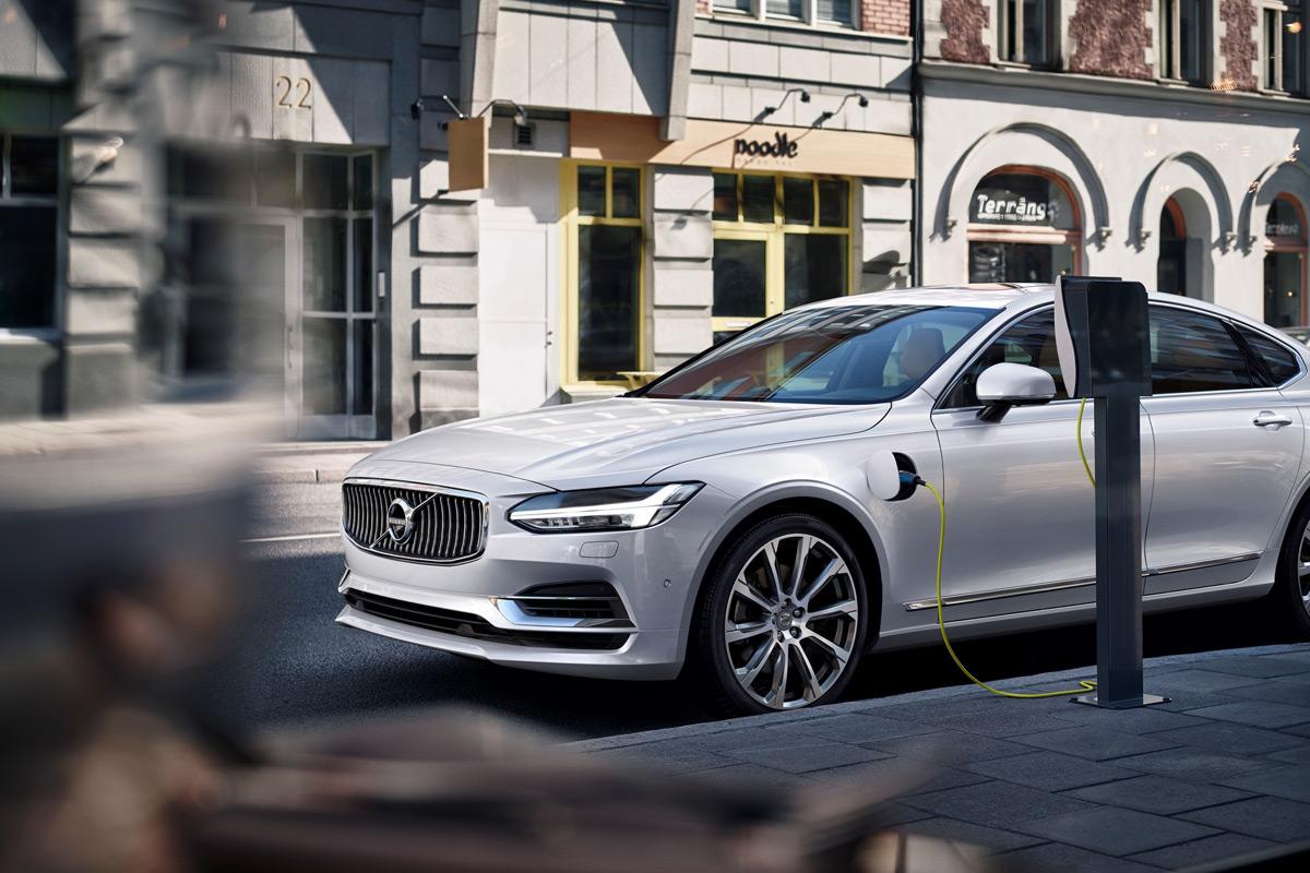 Volvo active bending lights