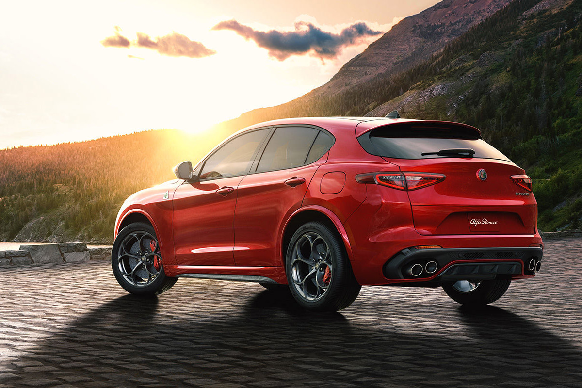 Stunning Alfa Romeo Stelvio SUV Does 0-60 In Under 4 Seconds