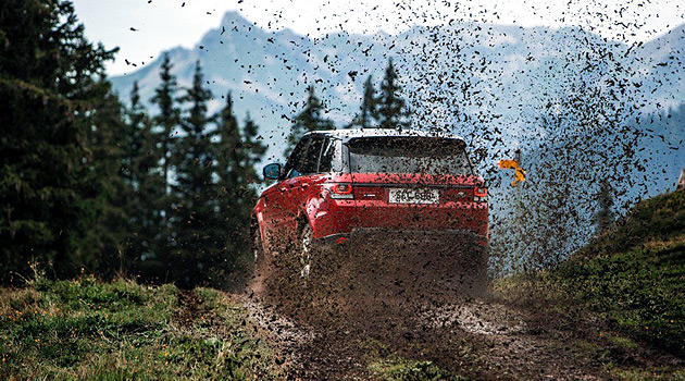 Watch The Stig Blast Down A Treacherous Ski Slope In A Range Rover Sport