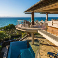 Earn $10,000/Month Traveling The World and Staying In Luxury Homes