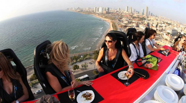 This Dinner Experience Offers Incredible Views.. From 150 Feet In The Air!