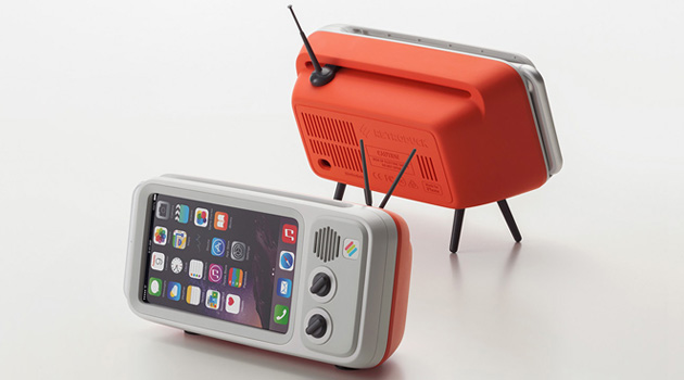 How Cool Is This Retroduck Vintage TV iPhone Dock?