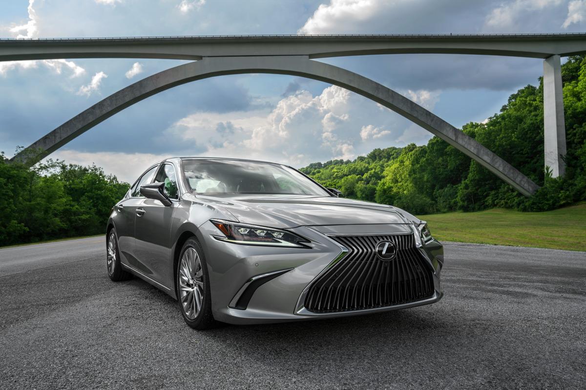 2019 Lexus ES 300 Hybrid in Sonic Titanium