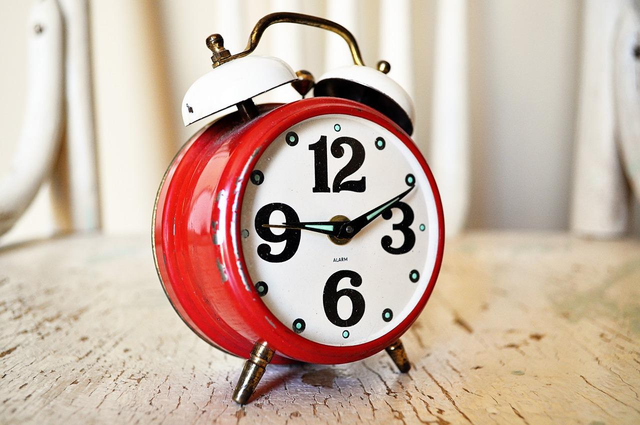 Setting alarm clock