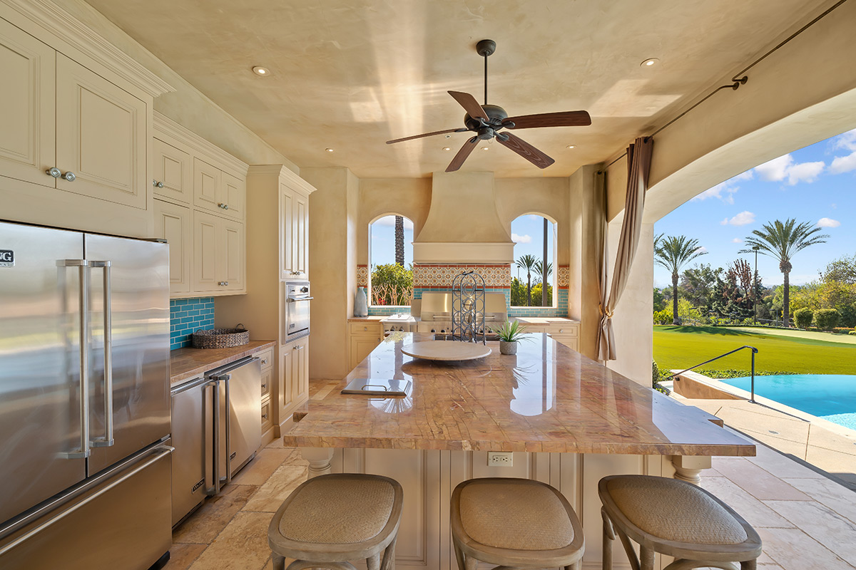 In-N-Out Mansion - Cabana Kitchen