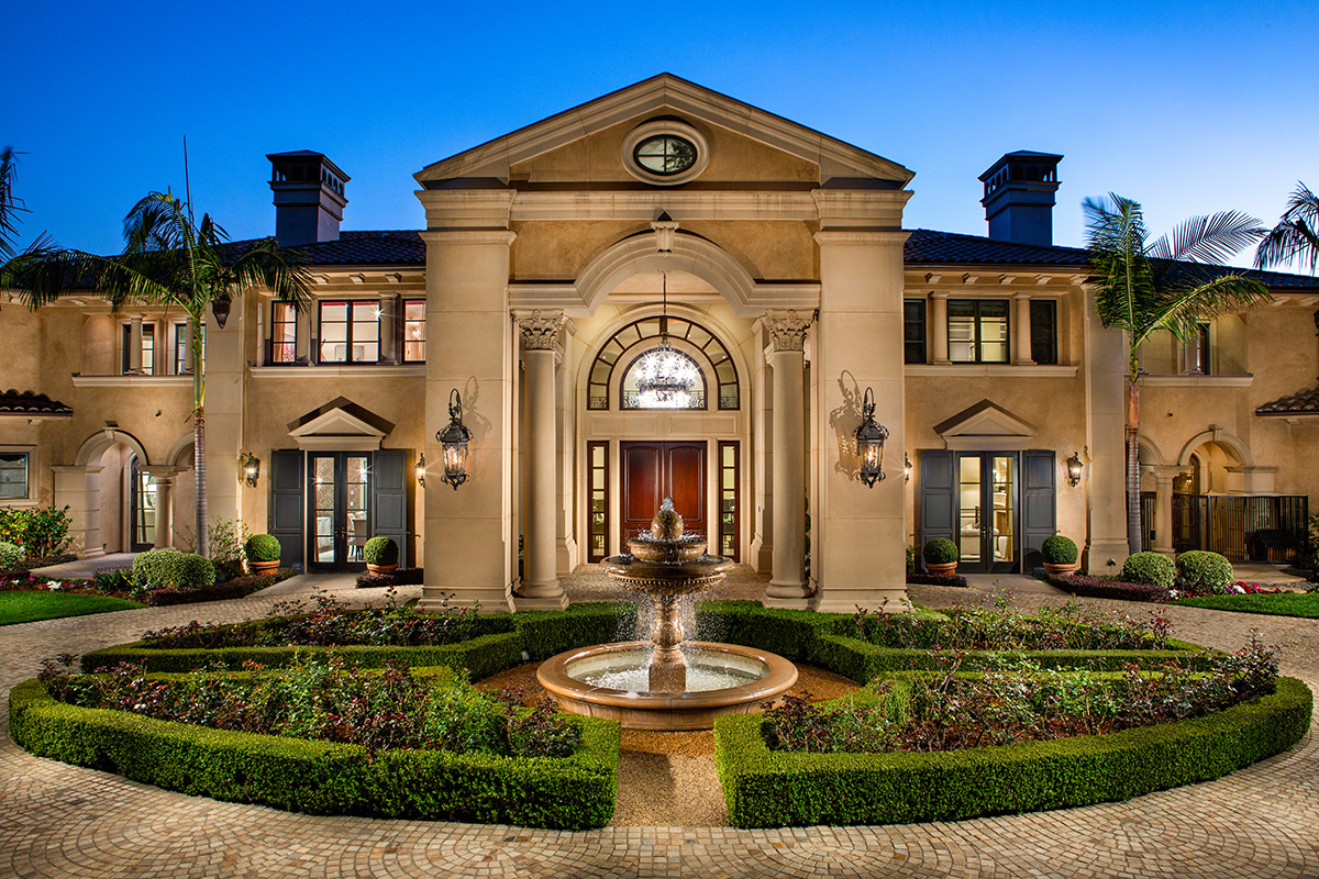 In-N-Out Mansion - Front Of House