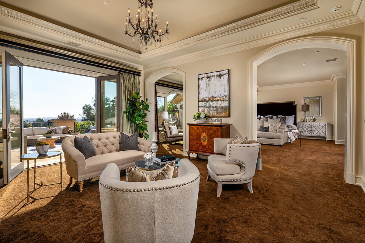 In-N-Out Mansion - Master Bedroom Sitting Room