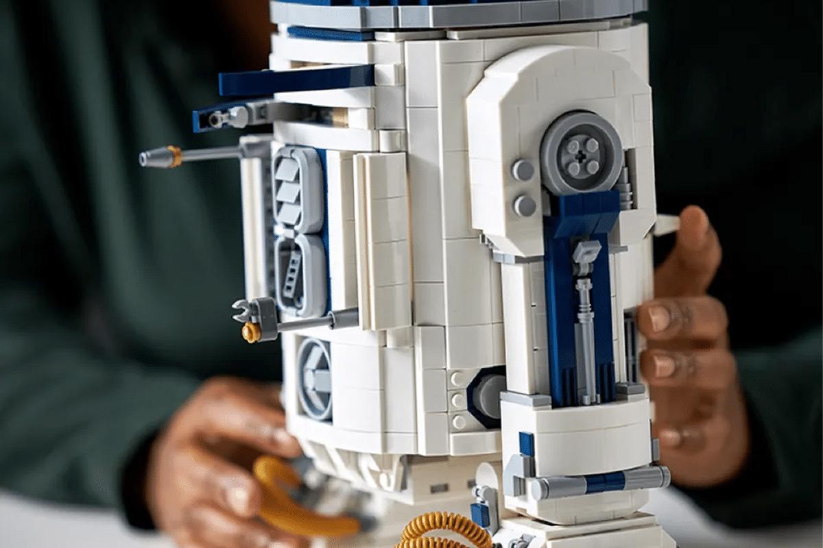 LEGO Star Wars R2-D2 set